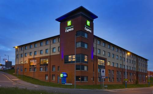 Holiday Inn Express London Luton Airport in Luton