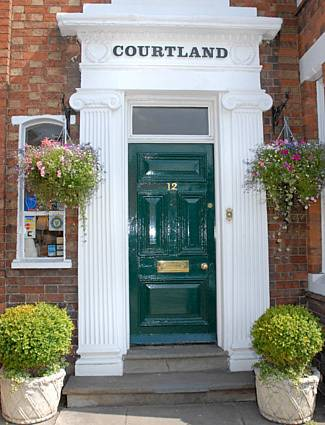 Courtland in Cotswolds