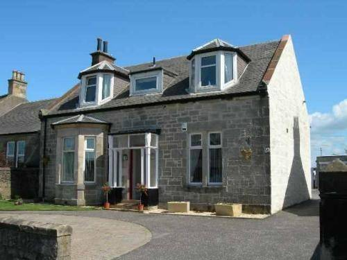 Appletree Guest House in Prestwick