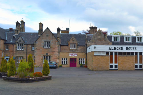 Almond House Lodge in Edinburgh