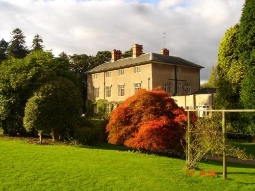 Hotels Near Woodborough Hall