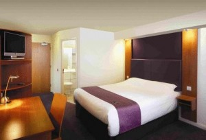Premier Inn Sunbury (Kempton Park) in