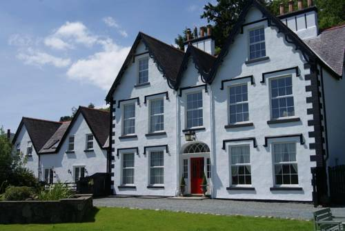 Coed Mawr Hall Bed and Breakfast in Llandudno