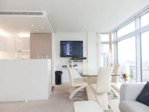 London's New Skyscraper Luxury 2BR