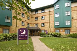 Premier Inn Luton Airport in Luton