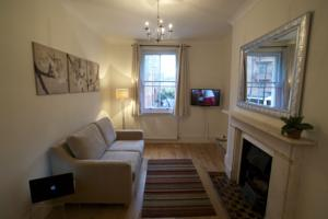 Bright 1 Bed in Earls Court