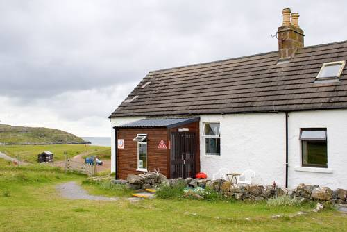 Achmelvich Beach Youth Hostel - SYHA Hostelling Scotland in Scotland