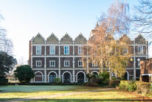 Safestay Holland Park in London