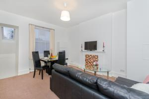 Amazing 2BR Apartment in Earls CourtSouth Kensington in London