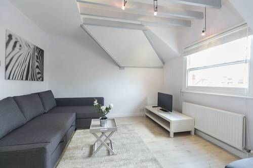FG Apartments - Earls Court, Mornington Avenue, Flat 4 in London