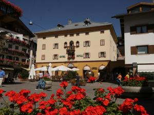 Hotels in tyrol book rooms direct for Hotel meuble royal cortina d ampezzo