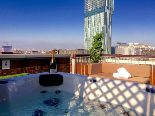 Deansgate Rooftop Hot Tub in Manchester