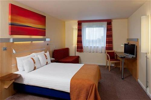 Holiday Inn Express London - Epsom Downs in 