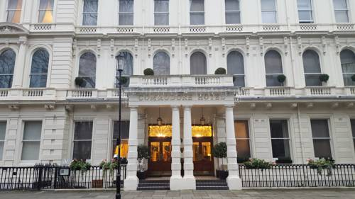 Commodore Hotel in London