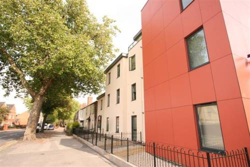 Central Serviced Apartments - 84 Gloucester Rd in Cheltenham