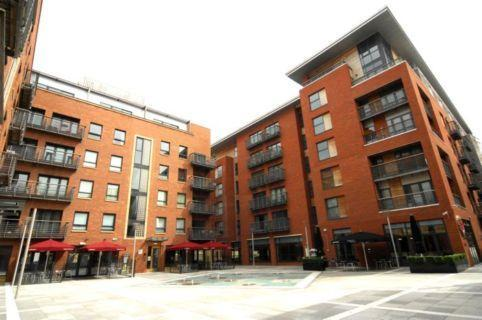 Base Serviced Apartments - Manhattan Place in Liverpool
