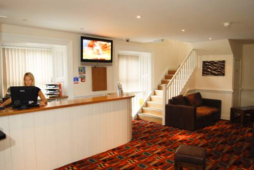 Berties Lodge East St Newquay Tr7 1db Hotels Uk Com