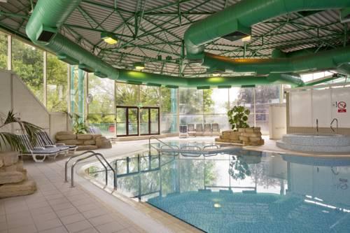 Holiday inn maidenhead windsor manor lane maidenhead - Hotels in windsor uk with swimming pool ...