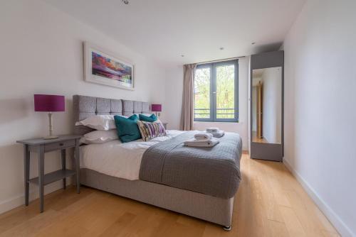 The Pembroke Luxury City Apartment