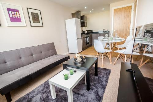IVY HOUSE APART SUITES by Short Lets Manchester