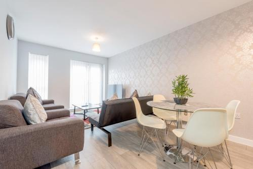 3 Bedroom Apartment Near City Centre with Parking