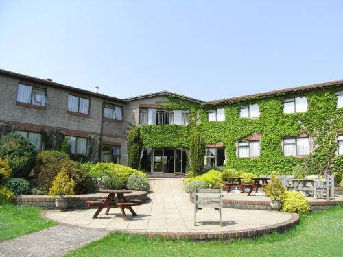 Best western plus centurion hotel midsomer norton - Cheddar gorge hotels with swimming pools ...
