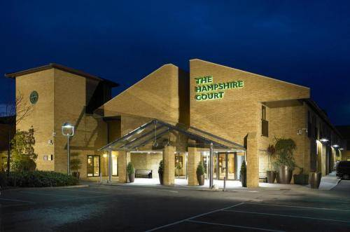 The Hampshire Court Hotel Qhotels In Basingstoke Rg24 8fy Book Rooms Direct